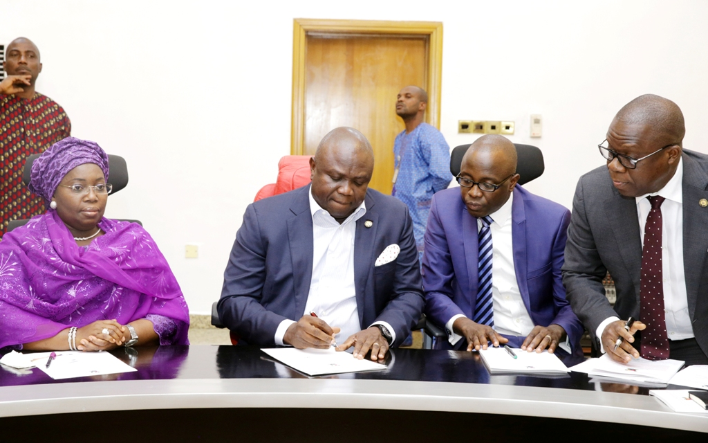 Photo of GOV. AMBODE AT SIGNING OF BOND DEAL WITH ISSUING HOUSES AT LAGOS HOUSE, IKEJA