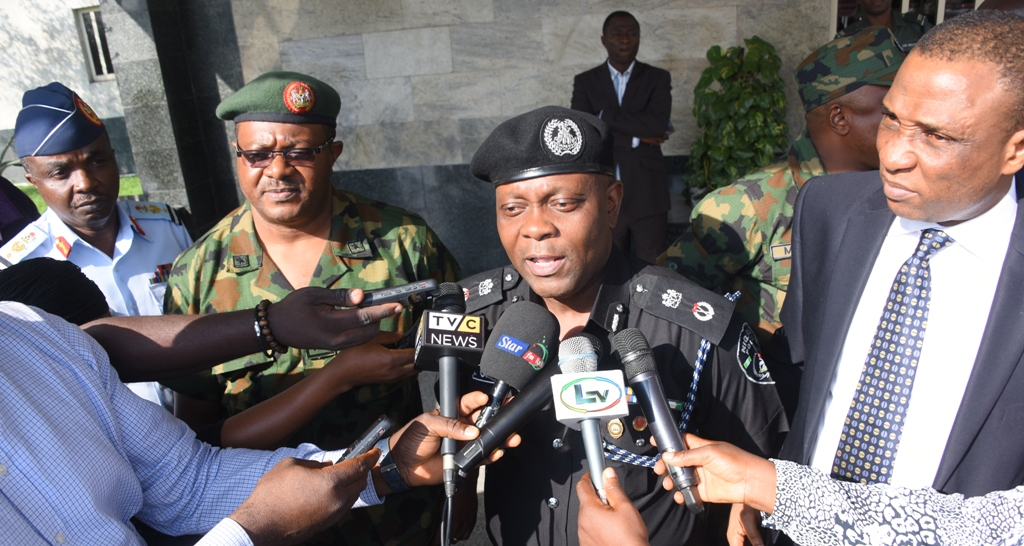 Photo of PICTURES: GOV. AMBODE PRESIDES OVER STATE SECURITY COUNCIL MEETING AT LAGOS HOUSE, IKEJA