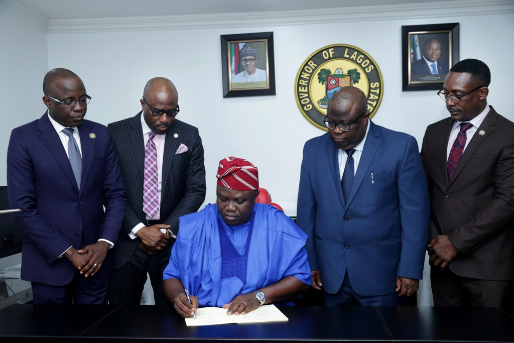 Photo of AMBODE SIGNS N1.046TR Y2018 BUDGET INTO LAW