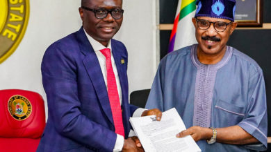 Photo of LAGOS, FEDERAL GOVT SIGN AGREEMENT TO END WATERWAYS DISPUTE