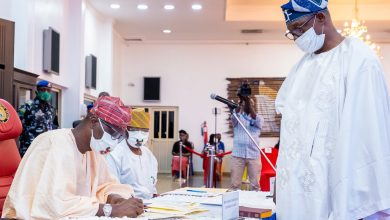 Photo of GOV. SANWO-OLU SWEARS-IN NEW CHAIRMAN OF AGBADO-OKE ODO LCDA, MR. DAVID FAMUYIWA AT LAGOS HOUSE, IKEJA, ON TUESDAY, JUNE 30, 2020