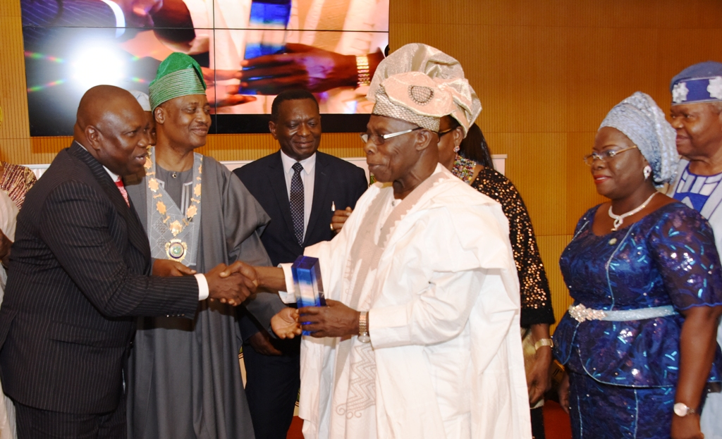 Photo of GOV. AMBODE AT ICAN 2017 ANNUAL DINNER AND AWARDS AT ORIENTAL HOTEL, LAGOS