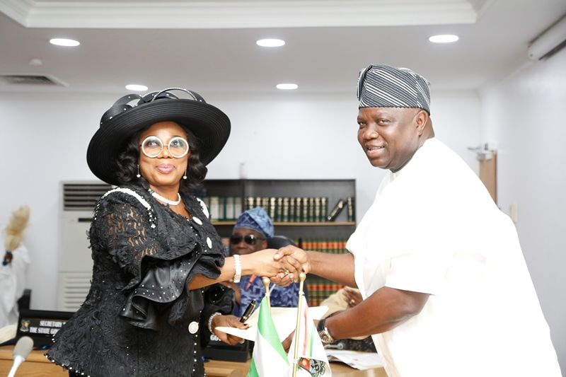 Photo of GOV. AMBODE PRESIDES OVER THE SWEARING-IN OF JUSTICE OPEYEMI OKE AS NEW CHIEF JUDGE OF LAGOS STATE AT LAGOS HOUSE, IKEJA