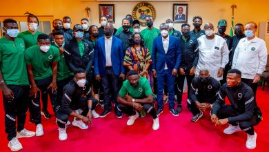 Photo of GOV. SANWO-OLU, FIRST LADY OF LAGOS STATE RECEIVES THE SUPER EAGLES TEAM AT THE GOVT HOUSE, MARINA, ON WEDNESDAY, MARCH 24, 2021